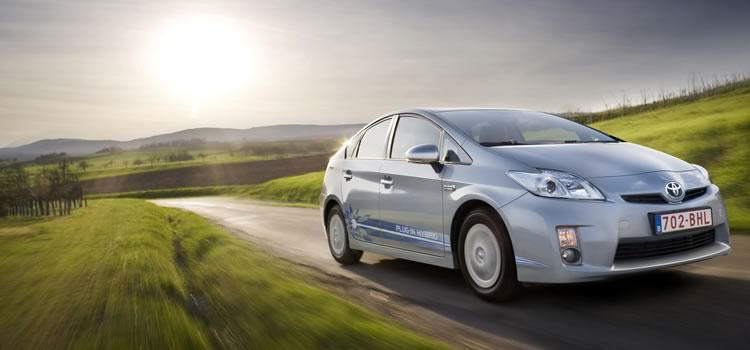 electric car prius plug-in